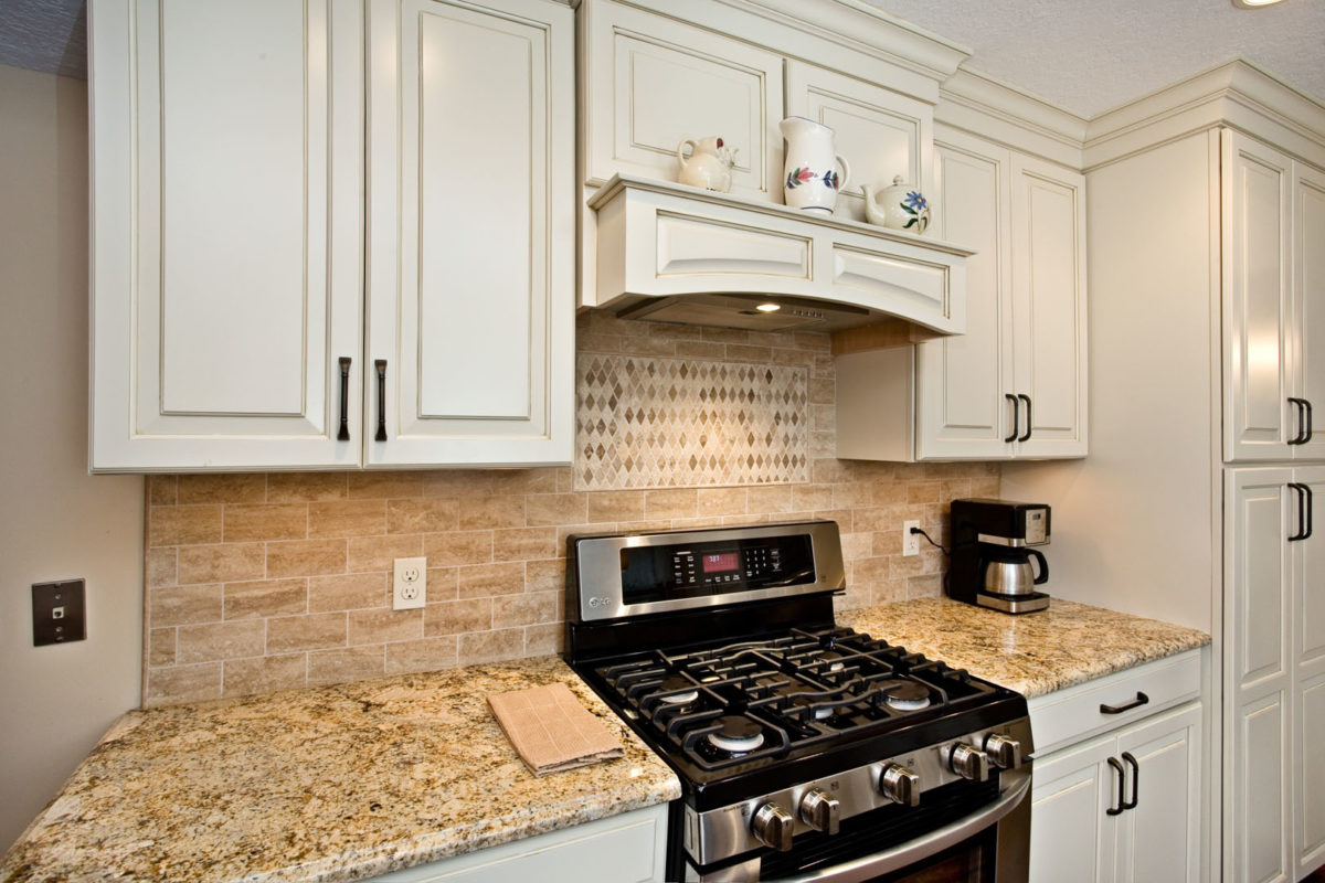 Cooking center with custom hood and backsplash mural