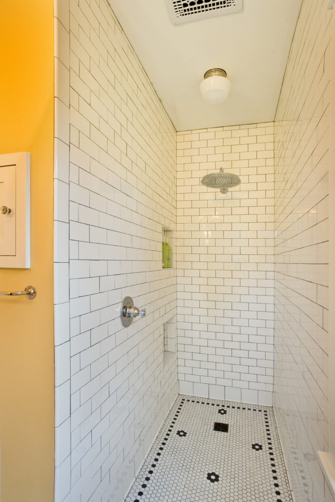 Photo of open shower with low niche and forward controls