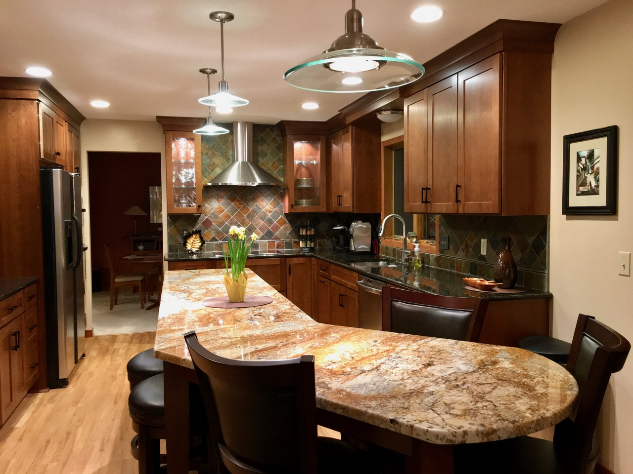 Kitchen with dogleg island