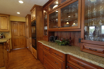 Display glass shines in Eden Prairie kitchen